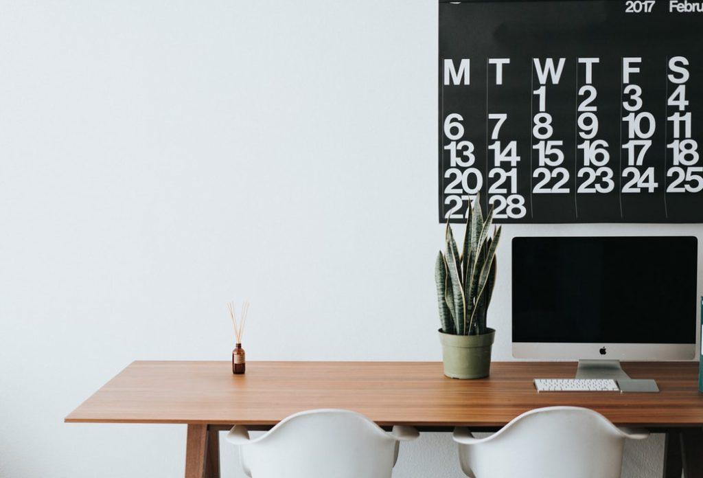 bureau, chaise, ordinateur, plante, calendrier, organisation